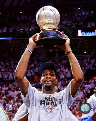 The Poster Corp Kevin Durant mit der 2012 NBA Western Conference Finals Champions Trophy Spiel sechs der Western Conference Finals Photo Print (20,32 x 25,40 cm)