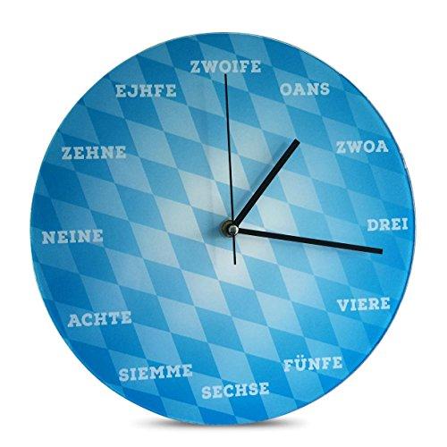 Geschenkbox Die Wanduhr aus Glas mit Zahlen in Dialekt und bayerischem Rautenmuster in blau ø 30 cm