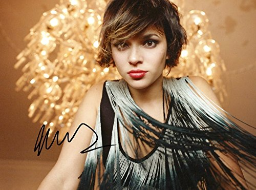 Norah Jones SINGER and ACTRESS autograph, In-Person signed photo
