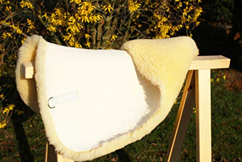 Große Sattelunterlage, 100% Qualitäts- Lammfell, Unterlage für Schabracke oder Satteldecke, Sattelpad, Fellunterlage: Druckentlastung, Klimatisierung, Korrektur/Verbesserung der Sattellage