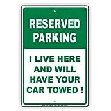 """予約駐車場I Live Here and Will Have Your Car Towedユーモアジョーク面白いNoticeアルミ注意メタルサインプレート 8""""x12"""""""