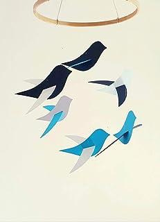 Móvil para bebés, pájaros azules en cartón reciclado y círculo de madera, hecho a mano.