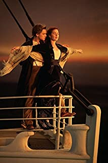 makeuseof A136 Titanic - Jack and Rose Hug in the bow Poster Art Wall Pictures for Living Room in Canvas fabric cloth Print