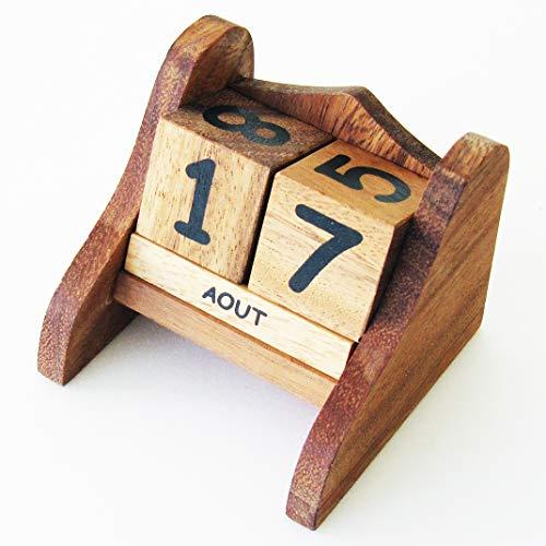 CALENDRIER PERPETUEL en bois massif aux normes CE marque française le Délirant®. Cadeau original pour la maison, le bureau ou la chambre à coucher. Idée décoration sympa, les 12 mois sont en français.