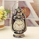 CWLLWC reveil Silencieux,Horloge de Cheminée Lanternes de kérosène rétro créatif Horloge Horloge Maison Creative Ornements 10 * 8 * 18 cm