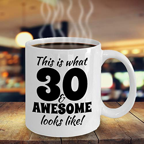 King34Webb Impresionante fiesta de 30 cumpleaños con texto en inglés 'Celebrant Tía Tía Madre Padre Party Souvenir', taza de té para regalo 2318