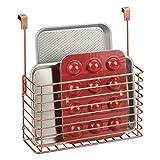 mDesign Estante de Cocina para Colgar – Práctica Cesta Colgante para Las Puertas de los armarios – Organizador de Cocina para Guardar Tablas de Cortar, Libros de Cocina, etc. – Color Cobre