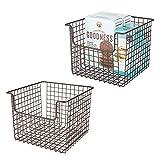 mDesign Juego de 2 cestas organizadoras multiusos en alambre de metal – Versátil organizador de cocina, despensa, etc. – Cesta de metal con asas para patatas, latas de conservas y más – color bronce