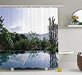 N-E El Reflejo de Las Nubes y los árboles en la Piscina Infinita La Imagen de The Distant Mountain Escape Cortina de Ducha