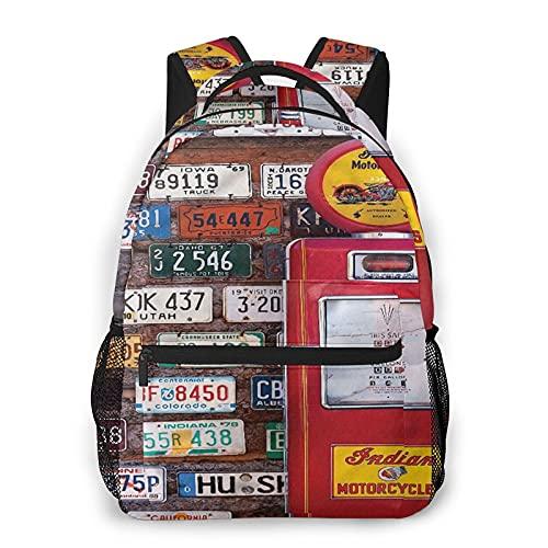Mochila para portátil de viaje,varias placas de matrícula estadounidenses antiguas detrás de una bomba de gas antigua en la zona rural de Utah,mochila antirrobo resistente al agua para empresas