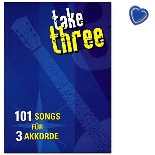 take three - 101 songs voor 3 akkoorden een coole verzameling van 101 songs voor gitaar, die je met slechts 3 akkoorden kunt spelen - muziekboek met kleurrijke hartvormige muziekklem