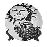 Fantasy - Plato decorativo de cerámica de 25,4 cm, diseño de libro mágico bajo el sol con cara de leyenda espiritual sagrada para mesa de comedor, decoración del hogar