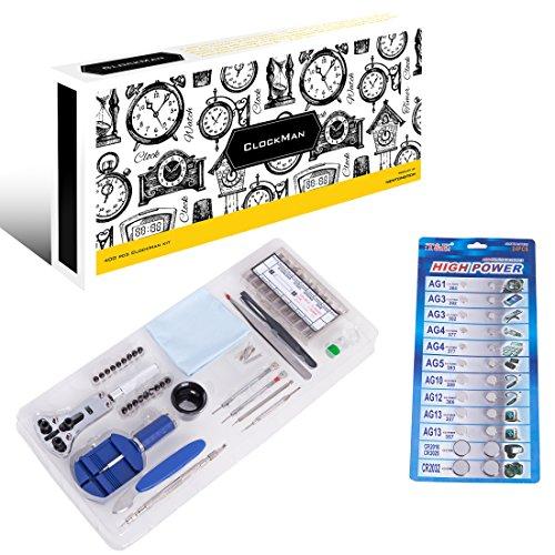 ClockMan - ein 400-teiliges Luxus-Uhrenmacherwerkzeugset mit Gehäuse- und Hüllenöffner/ Brechgeräten und Durchtreibern, Stahlpinzetten, Armbandgliedanpasser, 360 Teile an verschiedenen Stahlfederstegen und geräten, Vergrößerungsglas, Hammer, Präzisionszangen, Uhrengehäusehalter, Uhrenarmbandentferner, 24 Teile verschiedenen Ersatzbatterien, Tuch für Schmierfett und Statik, Uhrenöl + Tragetasche.
