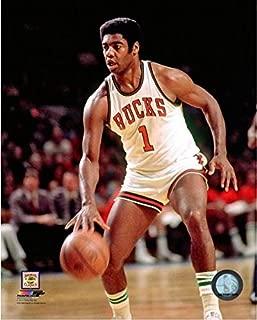 Oscar Robertson Milwaukee Bucks NBA Action Photo (Size: 16