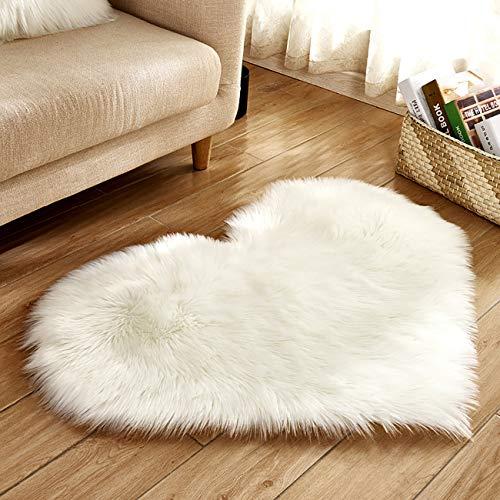 Picturesque - Alfombra de felpa antideslizante para interior de color sólido con forma de corazón para recámara, sala de estar de 15.7 x 19.7 pulgadas, Blanco