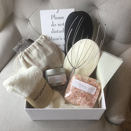 Coffret Du Temps Pour Moi pour une maman, une belle boîte argentée et ciselée contenant 9 articles de luxe pour se chouchouter, un cadeau attentionné pour une maman ou une future maman
