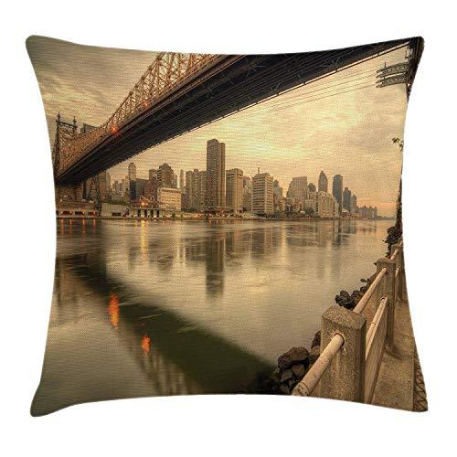 Butlerame Estados Unidos Throw Pillow Cover, Queensboro Bridge Que atraviesa el East River en la Ciudad de Nueva York Paisaje Sereno, 18 x 18 Pulgadas, cáscara de Huevo marrón