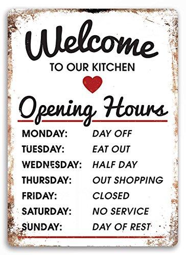 Cartello da parte bianco in metallo con scritta in lingua inglese 'Welcome to our Kitchen', placca artistica con slogan motivazionale, divertente (versione inglese)