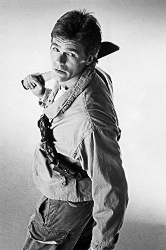 Celebrity Photos Publicity still of Richard Dean Anderson as MacGyver Photo Print (20,32 x 25,40 cm)