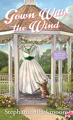 Gown with the Wind (A Wedding Planner Mystery Book 4) (English Edition)