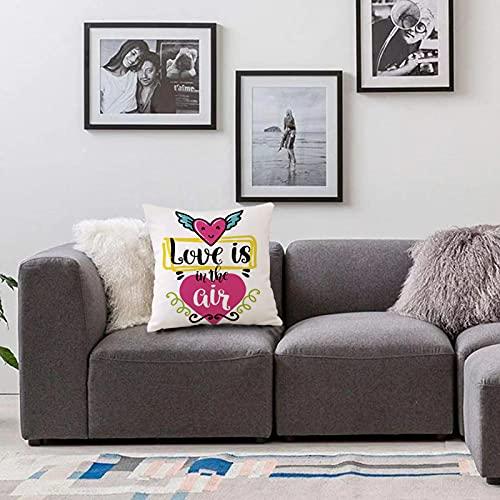 Bedsure Funda Cojin 40x40cmCita, el Amor está en el Aire Frase Dentro de la Figura de corazón con alas Gráfico romántico de Funda de Almohada Cuadrada para Sofá, Dormitorio y Sala de Estar