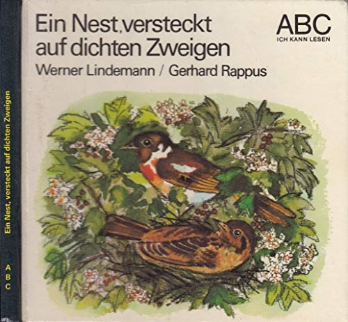 Ein Nest, versteckt auf dichten Zweigen