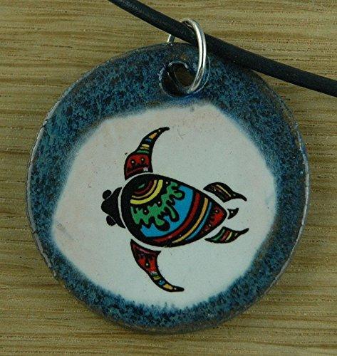 Echtes Kunsthandwerk: Hübscher Keramik Anhänger mit einer Schildkröte, aboriginal art, Australien, Kriechtier, eierlegend, Reptil, wechselwarm, Lederschildkröte