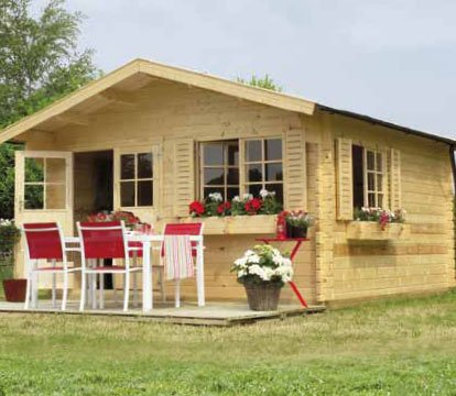 Gartenpro Blockbohlenhaus Nebraska - Maße: 380 x 380 cm, Wandstärke: 44 mm, Schindelbedarf: 9 Pkg.