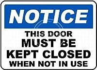 このドアは閉じたままにしておく必要があります壁の金属のポスターレトロなプラーク警告ブリキのサインヴィンテージ鉄の絵画の装飾オフィスの寝室のリビングルームクラブのための面白い吊り工芸品