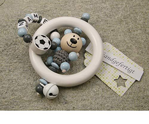 Baby Greifling Rassel Beißring mit Namen - individuelles Holz Lernspielzeug als Geschenk zur Geburt Taufe - Jungen Motiv Bär und Fussball in grau