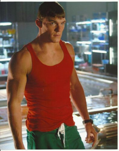 Smallville Alan Ritchson is Aquaman in Red Tank Top 8 x 10 Photo
