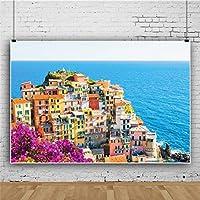 Qinunipoto 背景布 写真背景布 背景紙 撮影背景 撮影用 布 背景シート 生活写真 屋外の風景 ヨーロッパの海辺の建築 紫の花 背景ポスター 新生児 写真 バックドロップ写真撮影用 ビニール 3.5m x 2.5m