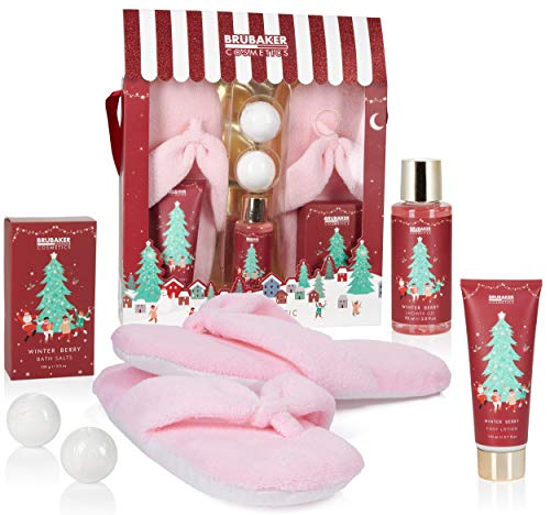 BRUBAKER Cosmetics Bagno e Doccia Set Profumo di Bacche Invernali - Set Regalo di 6 Pezzi Con Pantofole di Peluche Extra Morbido Rosa - Set di Natale per la Fidanzata