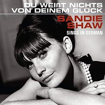 Du Weißt Nichts Von Deinem Glück (Sings In German)