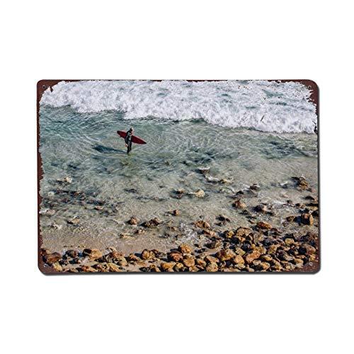 happygoluck1y Letrero de metal con diseño de tabla de surf roja en agua transparente cerca de marrón, estilo vintage, retro, para garaje, decoración de granja, para paredes, 20 x 30 cm