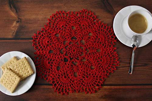 Centrino rosso a uncinetto realizzato a mano