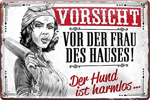 Cartel de chapa con texto en alemán 'Vorsicht VOR DER Frau des HAUSES!' (20 x 30 cm)