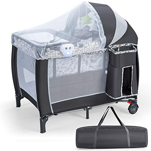 GOPLUS Klappbares Reisebett auf Rollen, Babybett mit Wickelauflage und Matraze, Kinderbett mit Spielbogen und Spieluhr, inkl. Tragtasche, abnehmbarem Mückennetz, für Baby bis 15 kg