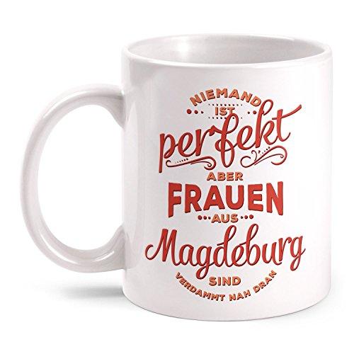 Fashionalarm Tasse Niemand ist perfekt - Frauen aus Magdeburg - beidseitig bedruckt mit lustigem Spruch | Geschenk Idee für Magdeburger | Stadt, Farbe:weiß