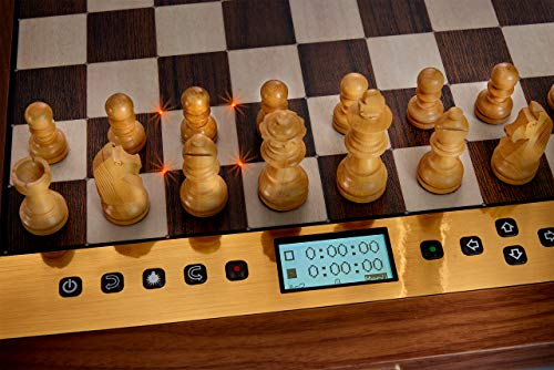 Millennium The King Performance - Schachcomputer für Ästheten. Mit Echtholz-Rahmen, Holzfiguren und 81 LEDs zur Zuganzeige. Mit der legendären Software The King von Johan de Koning