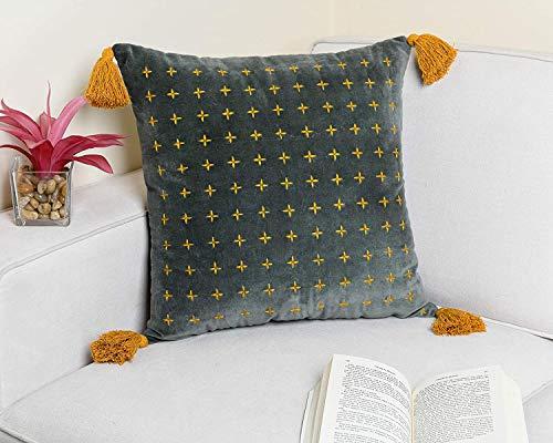 IMPEXART PVT LTD Funda de cojín 45 cm x 45 cm Almohada de Terciopelo Bordada Decorativa India con Borla Funda de Almohada para sofá Oficina Sala de Estar, Dormitorio de Granja