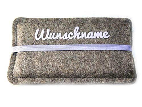 Personalisierte Handyhülle aus Wollfilz mit aufgeflocktem Wunschtext in flieder, Maßanfertigung passend für dein Smartphone
