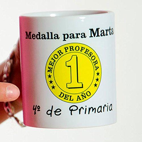 Calledelregalo Regalo para Profesores Personalizable: Taza 'Medalla al Mejor profe del año' Personalizada con su Nombre y el tuyo/vuestro