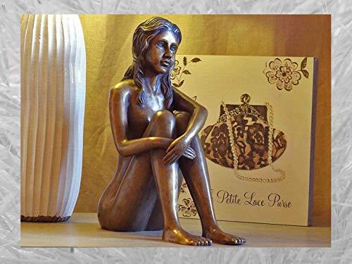 IDYL Chica sentada en bronce   35 x 14 x 29 cm   Figura moderna de bronce hecha a mano   Escultura de jardín o decoración de salón   Artesanía de alta calidad   Resistente a la intemperie