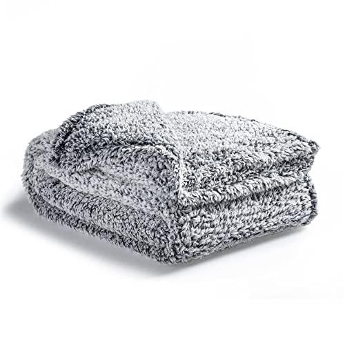 Bedsure Manta Sofa Polar Grande - Manta para Cama 90 Borreguito de Invierno, Manta Cubre Cama 150x200 de Sherpa Suave y Calentita, Gris Oscuro