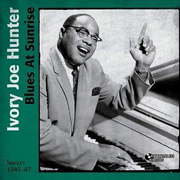 Blues At Sunrise (Singles 1945 - 1947)