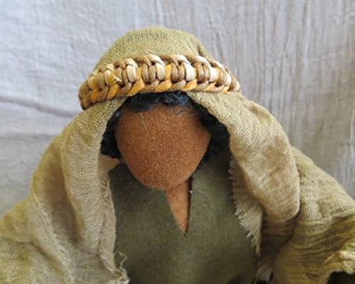 Lederband mit Gazeumhang als Kopfbedeckung für Erzählfigur und Egli-Figur