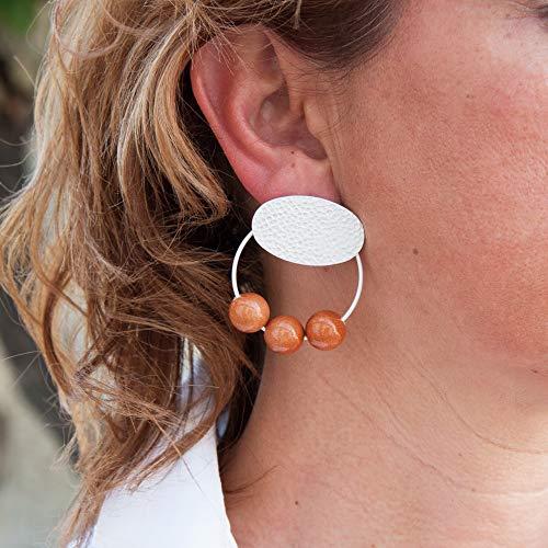 Damen Ohrringe creolen und Harzkugeln. Oval in Hammerschlag und matt Silber.Farbe Cognac