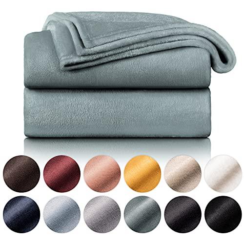 Blumtal Manta de Microfibra Suave y Acolchada: Manta Polar súper Suave, Manta de sofá, Manta de Cama, Colcha o Manta de Sala de Estar, 150 x 200 cm, Verde Oscuro