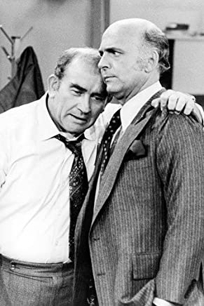 Nostalgia Store Edward Asner And Gavin Macleod In Mary Tyler Moore 11X17Inch (28X43Cm) Mini Poster
